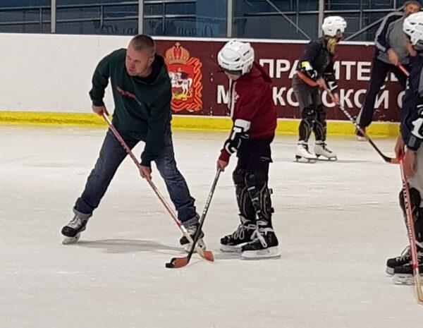 Познаём технику катания на льду